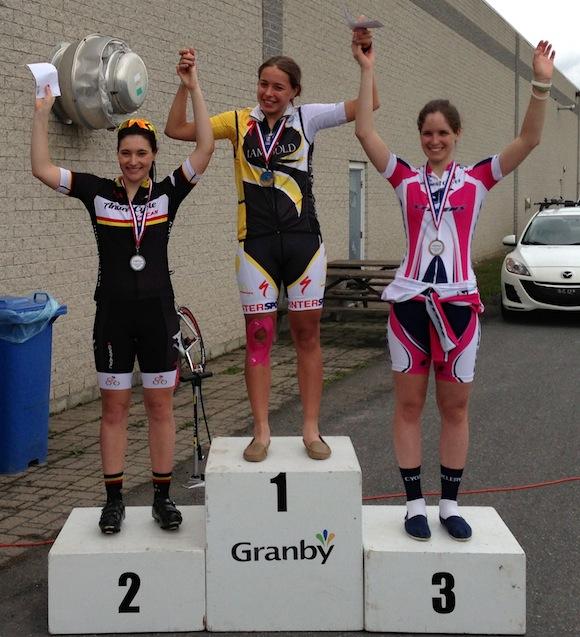 Photo courtoisie -- Le podium, catégorie junior femmes, était composé de : Marie-Ève Poisson, Léa Audet et Ariane Bonhomme.