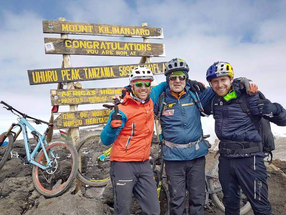 Sur le Mont-Kilimandjaro: Gerhard Czerner, Hans Rey Danny MacAskill (Photo: Martin Bissig)