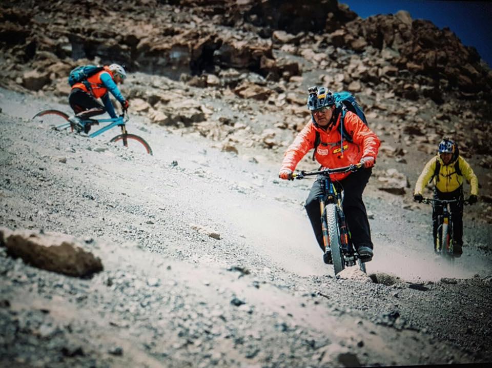 Descente du Mont-Kilimandjaro: Gerhard Czerner, Hans Rey Danny MacAskill (Photo: Martin Bissig)