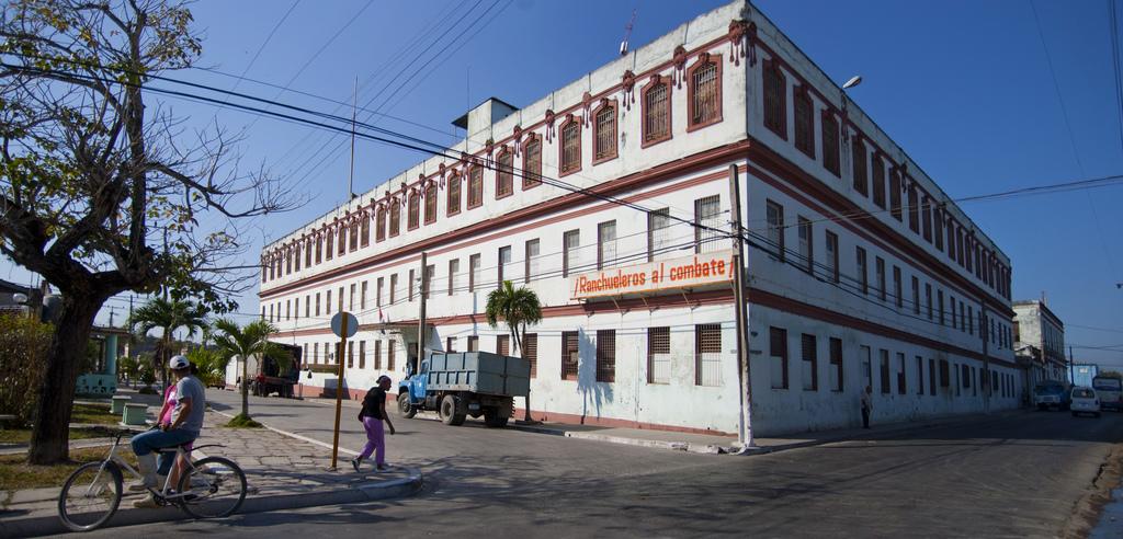 la-antigua-fabrica-de-tabacos-trinidad